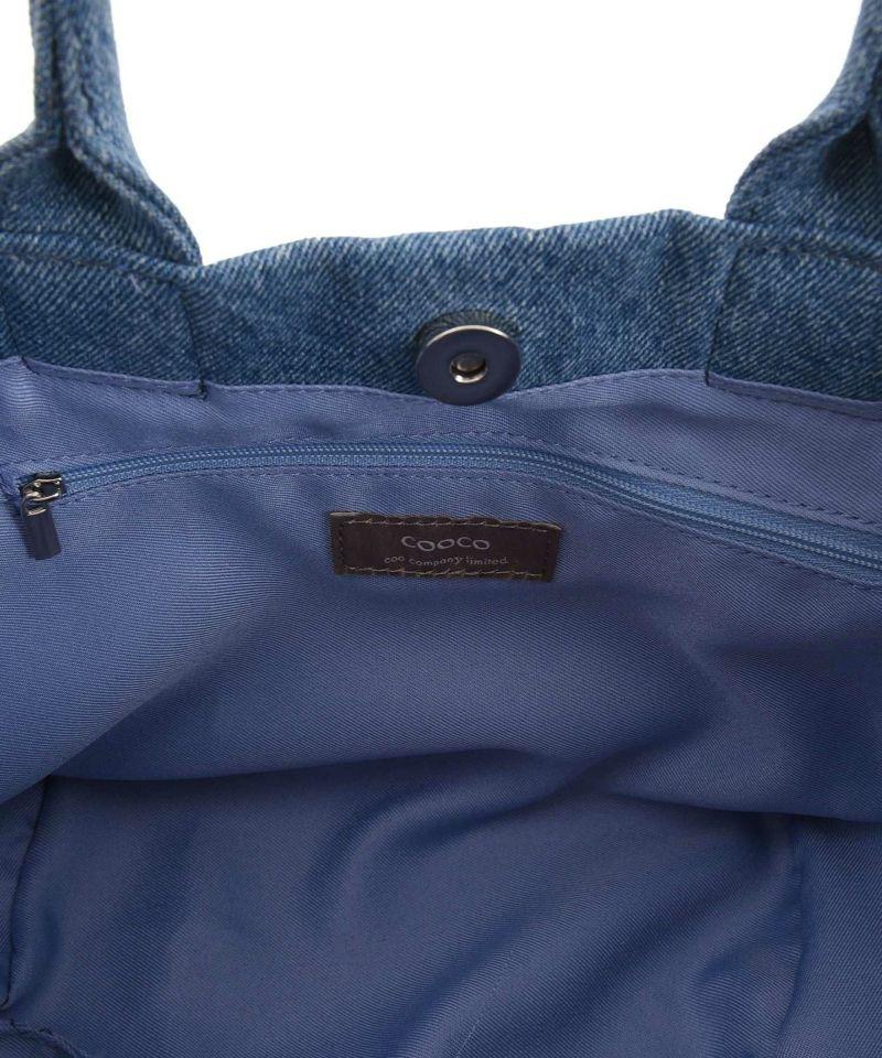 ポケット部分にはブランドネーム付き
